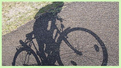 Promenade en cycle, tête dans le guidon.